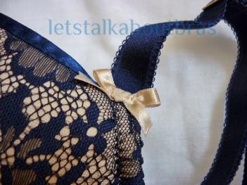 Victoria bow detail